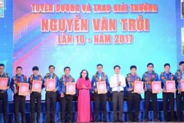 SAMCO's 4 outstanding young workers receive Nguyen Van Troi Award