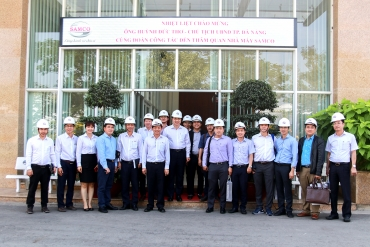 President of City People's Committee of Da Nang City visited the factory and learns about ...